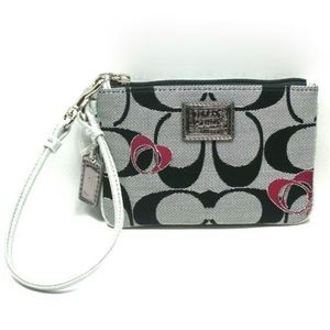 ✨NEW✨ Coach Poppy Signature Heart Small Wristlet